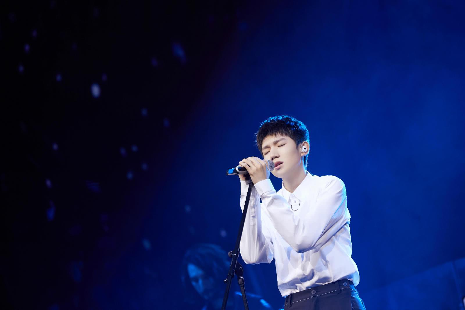 王源在《我是唱作人》里情绪崩溃,他唱哭的不止是自己