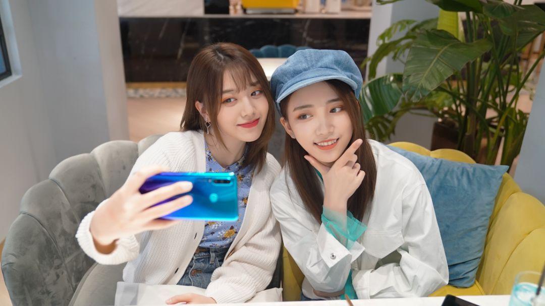 """华为nova 4e手机持续热销,因自拍""""美""""而成市场""""宠儿"""""""