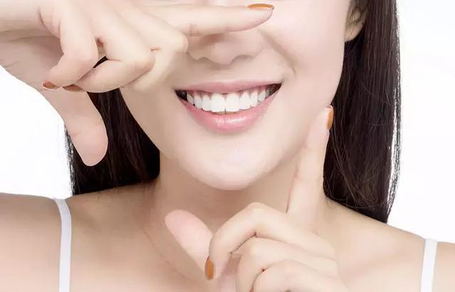 一口好牙能影响一个人的颜值,还能够给人留下好印象。