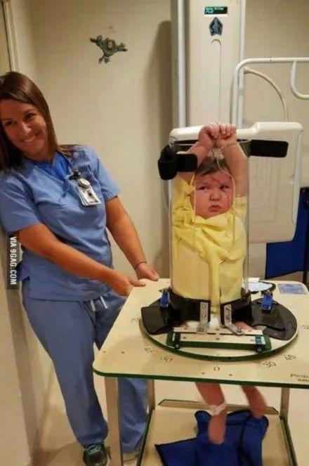 原来小朋友是这么做X光的!辐射会伤害到宝宝吗?