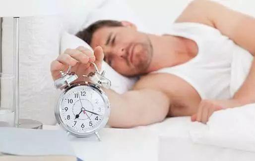 夜晚睡前脚底贴个创可贴,不用再失眠,从此远离安眠药!