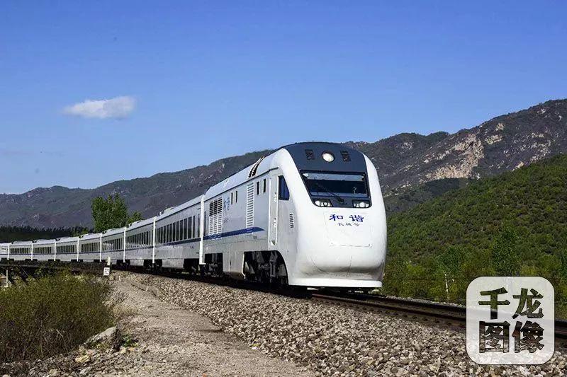 """北京又一列""""开往春天的列车""""开通,带你去诗和远方"""