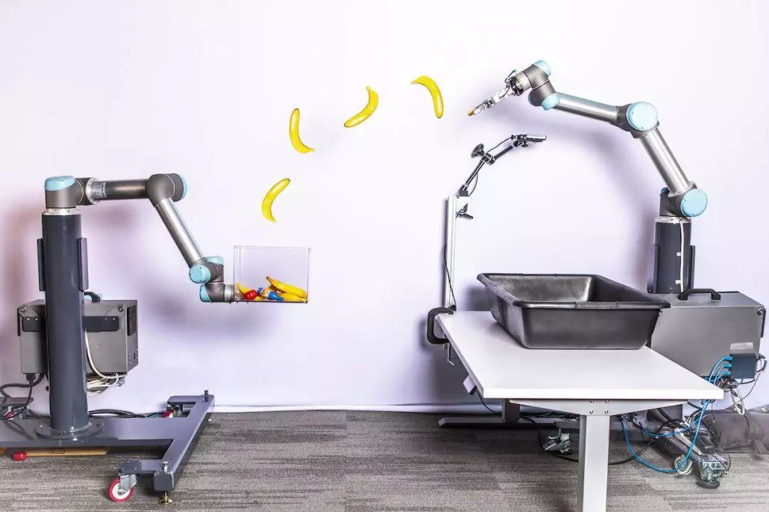 谷歌做了个机器人,扔东西比人准多了   极客酷玩