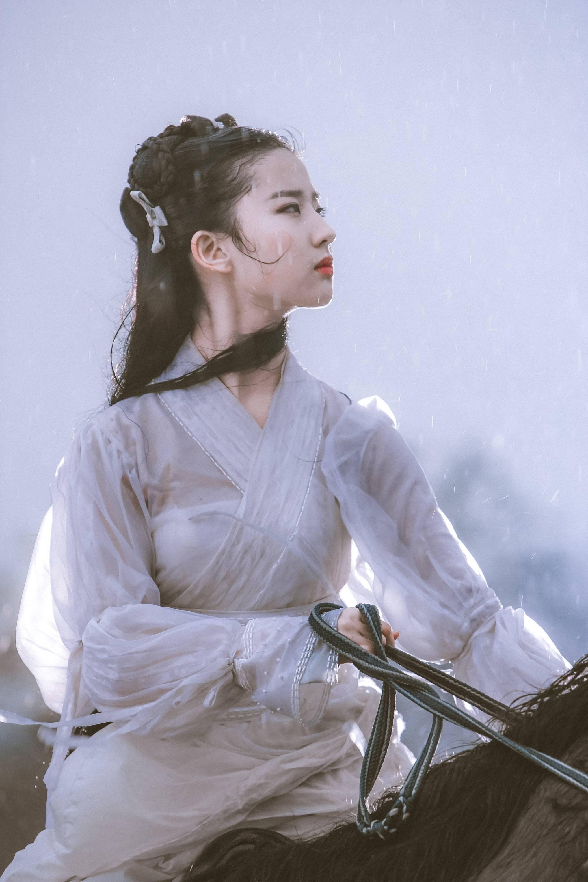 她姓刘图片_刘亦菲原来改名多次,不过原名超文艺最适合她_名字