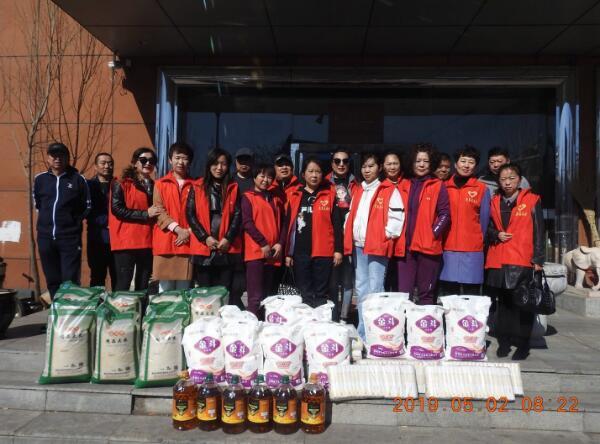 黑龙江克东县志愿者协会春耕时节爱心慰问贫困家庭