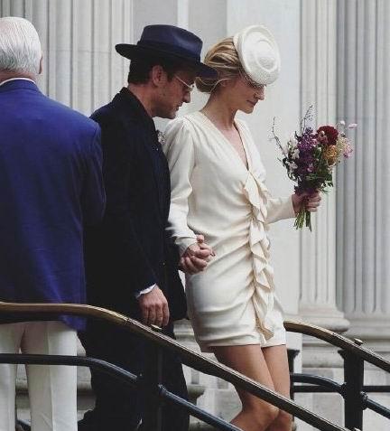 裘德洛与心理医师女友今日完婚,两人交往四年,新娘好有气质