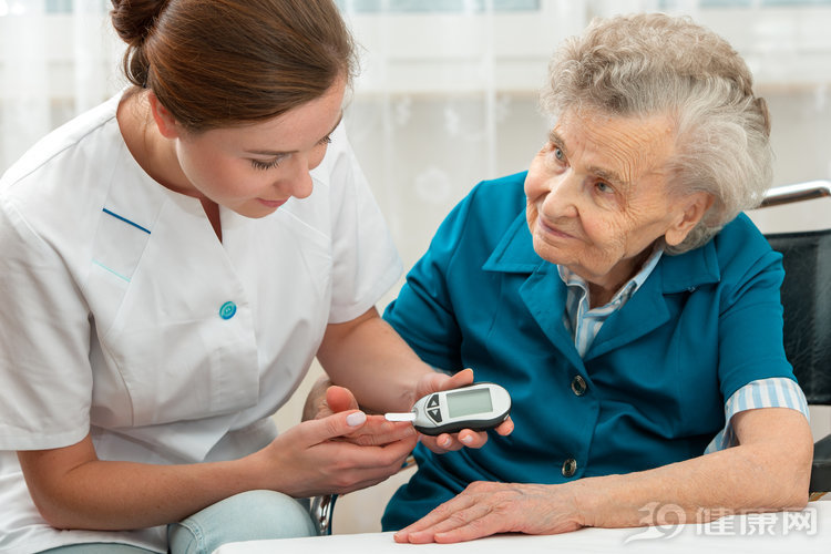 <b>年过50岁,血糖多少才正常?餐前、餐后都得符合这些值</b>