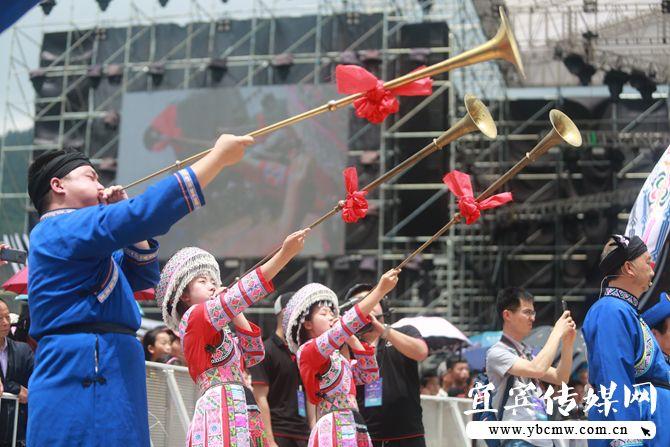 兴文国际苗族花山音乐节开幕 动力火车助阵引爆全场大合唱