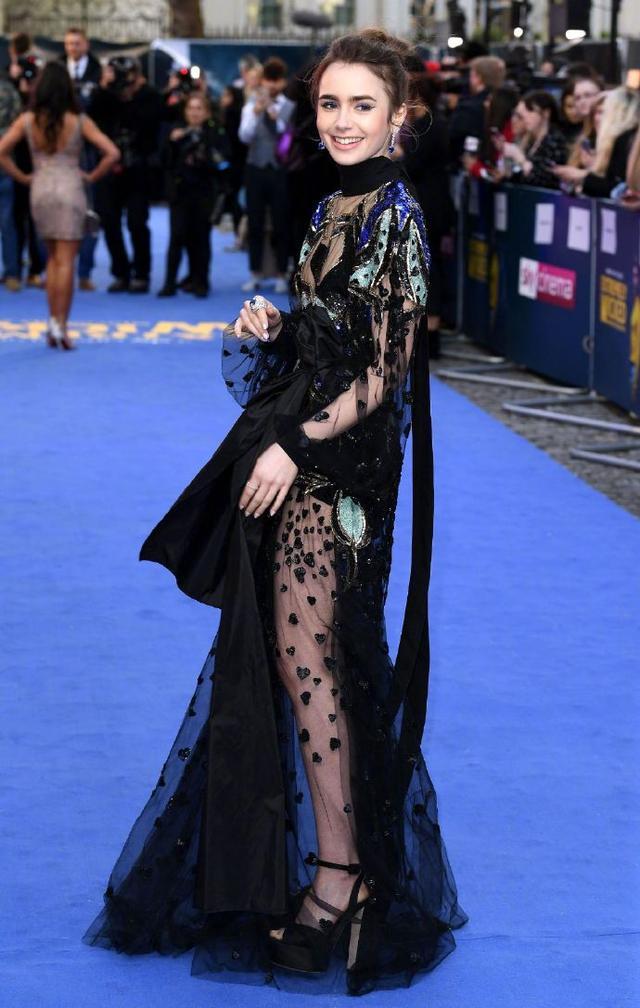 莉莉·科林斯亮相《极端邪恶》伦敦首映