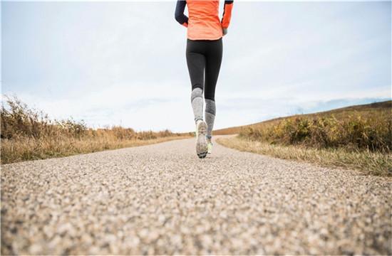<b>跑步减肥290斤!美国视障男子圆梦波士顿马拉松</b>