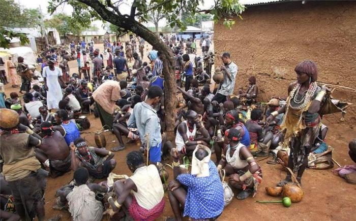 全球都在为非洲人吃不饱而担心, 看到当地菜市场后, 游客: 太浪费