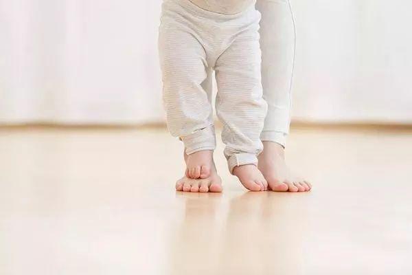 宝宝脚尖走路就是脑瘫? 大多数正常,这种才有问题