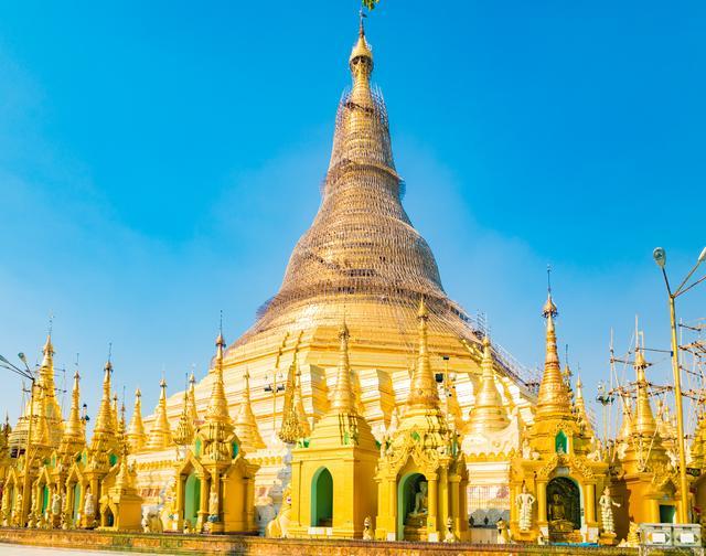 <b>缅甸最昂贵的金塔,没有之一,游客都会来打卡的一个地方</b>