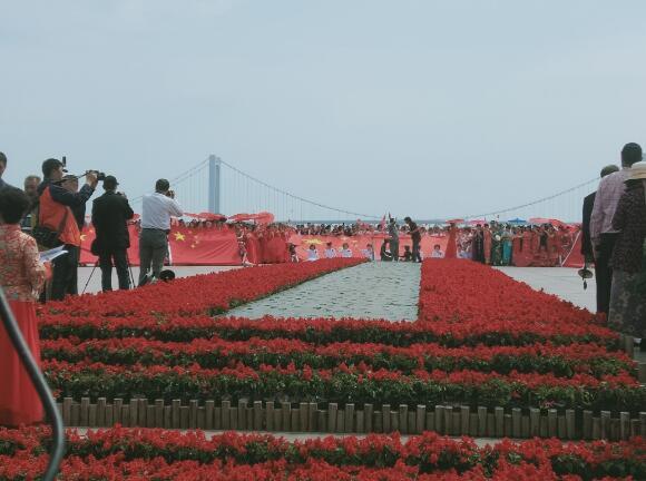 """大连纪念""""五四运动""""100周年、迎国庆70华诞盛典活动在星海举行"""