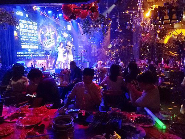 中国好声音涪陵前十强选手 唱响谷桃里音乐餐吧红酒舫