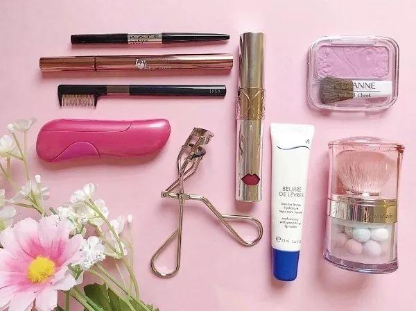 应对不同的妆容,日本小姐姐的化妆包里有这些!