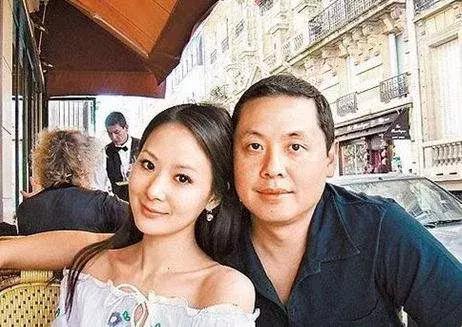 丈夫白发苍苍她却依旧少女模样,41岁的她仍是娱乐圈明
