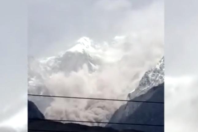 云南丽江发生山体岩石崩塌