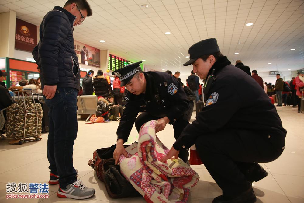 """破获刑事案件84起抓获各类违法人员4460余人 北京铁警""""利剑""""在行动"""
