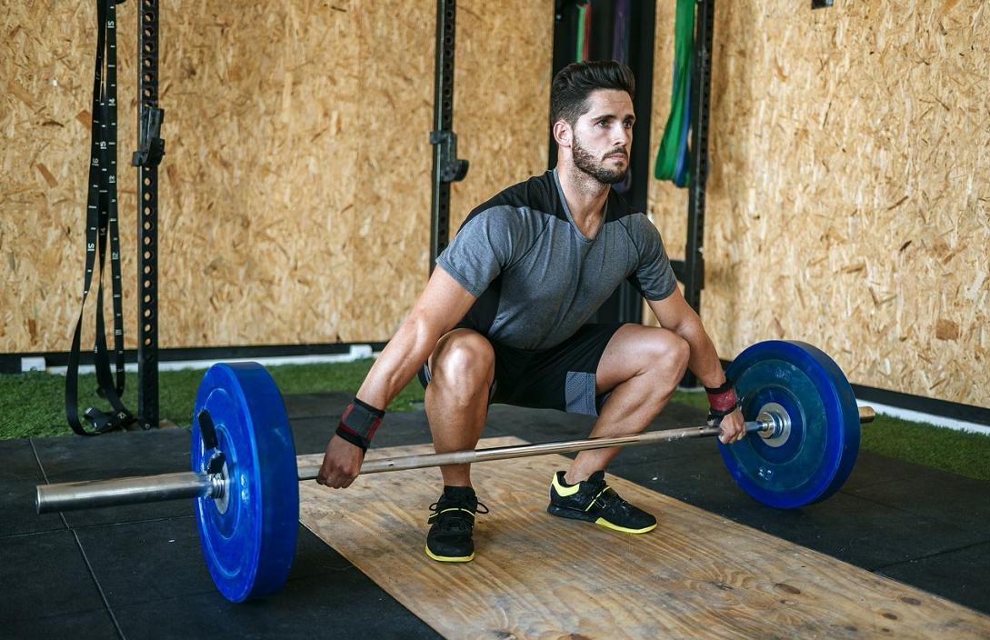 自由器械训练,30个动作,虐遍全身各肌群,让你不去健身房练全身