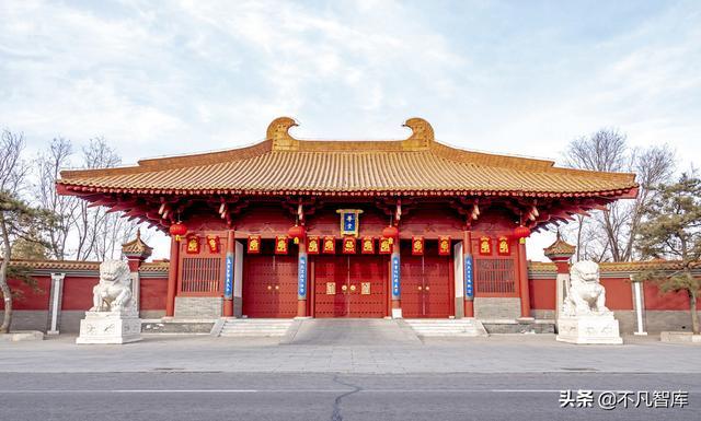 """中国直销第一人,建""""宫殿""""搞""""阅兵"""",竟是""""套路""""成功学?"""