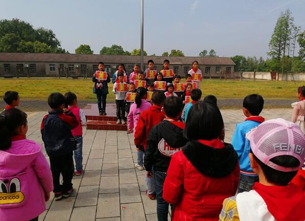 湖北沙洋县殷集小学举行阶段性总结暨表彰大会