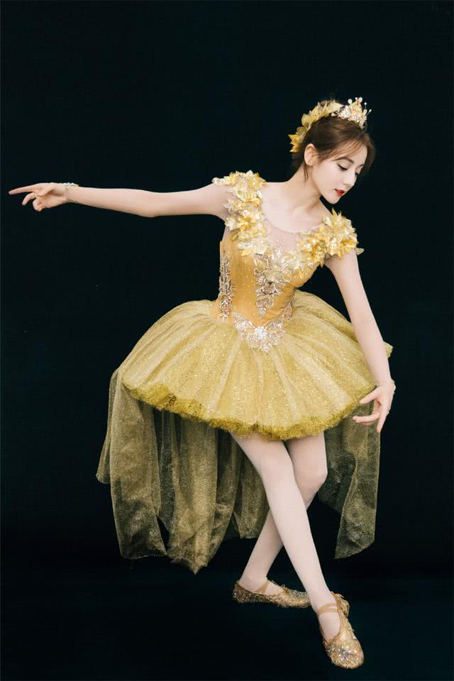 女星与芭蕾相遇,刘诗诗气质佳景甜小仙女,迪丽热巴明艳又大方