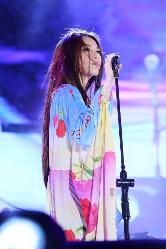 田馥甄音乐节造型犹如床品三件套 ,但她还不是唱歌时穿的最奇葩的 作者: 来源:独家影视