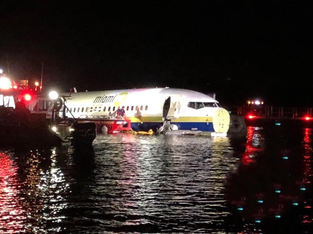 美国防部包了架波音737,意外发生冲入河中,这