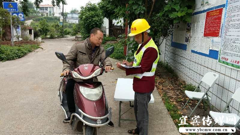 裴石镇:五一黄金周全力以赴做好道路交通安全保畅工作