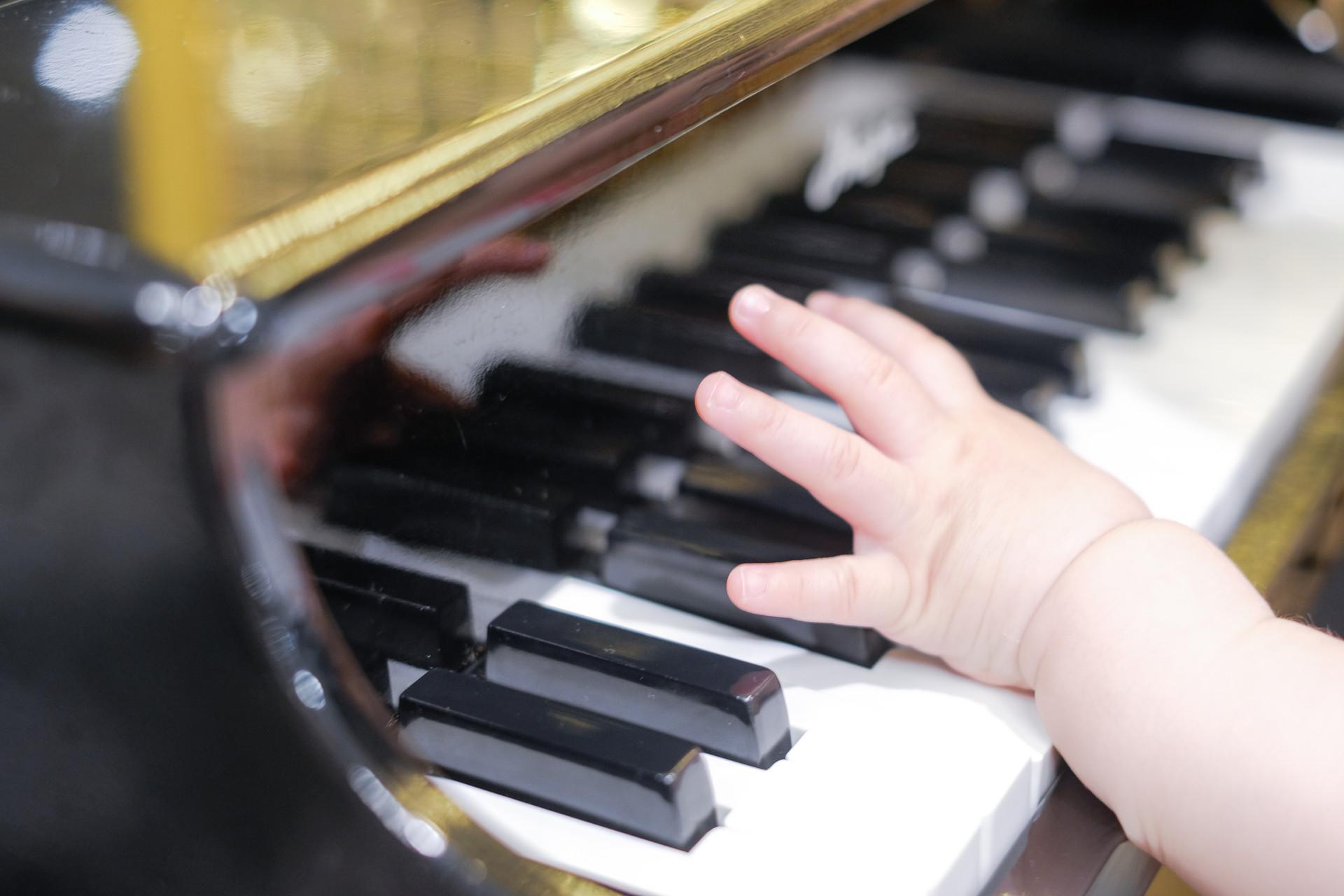 宝宝手指脱皮,除了缺少维生素,还有可能是这些原因!