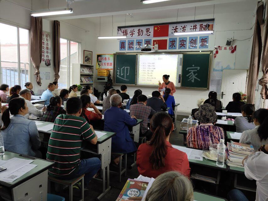 www.765.me犍为县发放了《家长培训原料》、《学生安静告家长书》