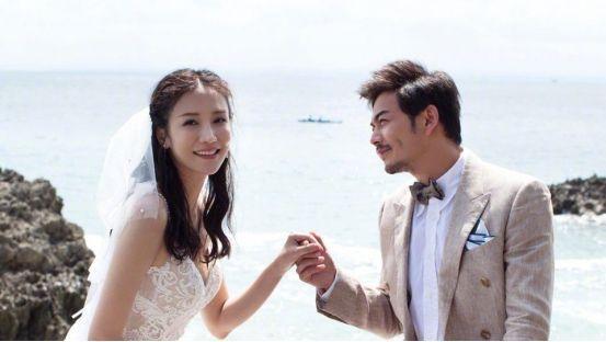 杨烁跟妻子上节目秀恩爱,却处处透着尴尬,细节暴露两人真实关系
