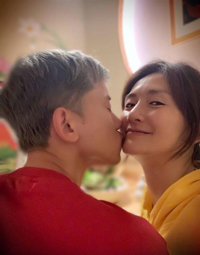 谢娜38岁生日,张杰献吻谢娜,这句话告白感动众人!