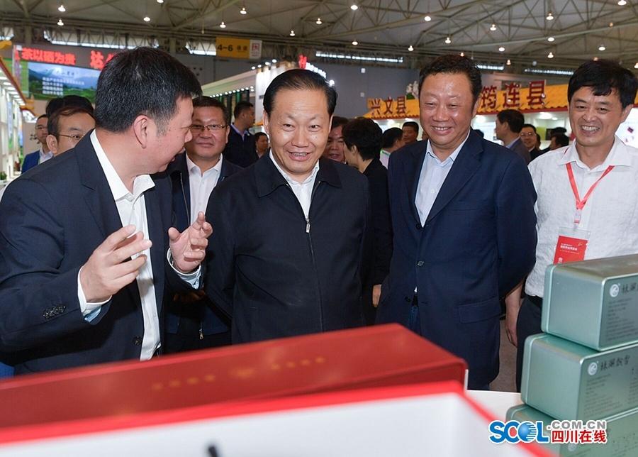 彭清华参观第八届四川国际茶业博览会,强调不断提高川茶产业发展质效和竞争力
