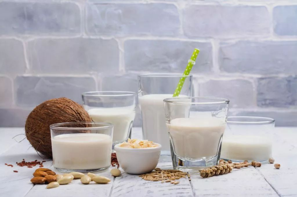人均饮奶量