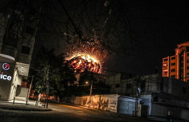 加沙地带的建筑被以色列摧毁。美联社颁发了一份声明