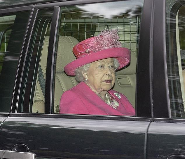 原创 英女王粉色套装有暗示?英王室第一个混血宝宝或48小时内揭晓