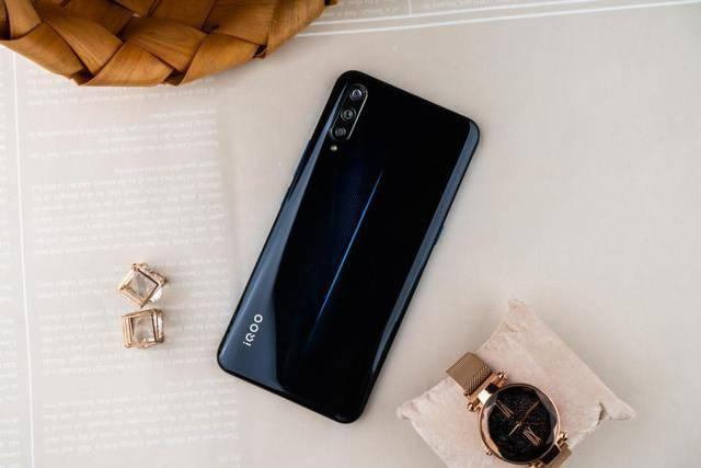 2019旗舰手机推荐,高性价比真的只是iqoo的小亮点!