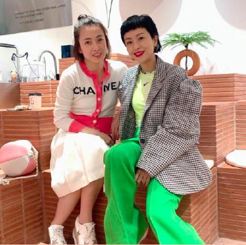 刘銮雄太太甘比与陈奕迅老婆聚会,17500块的上衣太抢眼了 作者: 来源:猫眼娱乐V