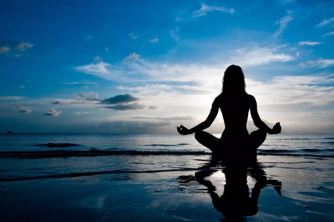 这些静修中心,可以练习瑜伽,也可以学习冥想.