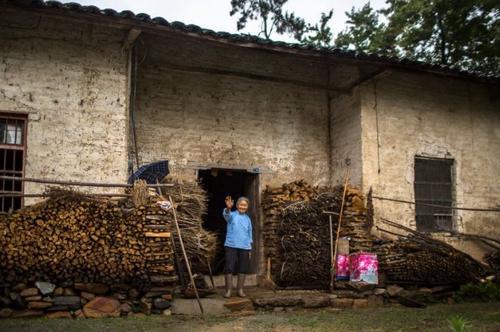 2019年农村户口值钱了,满足这3个条件,便可以迁回老家去!