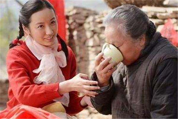 平凡的世界:秀莲少安大婚当天,润叶说了三个字道出无限心酸!