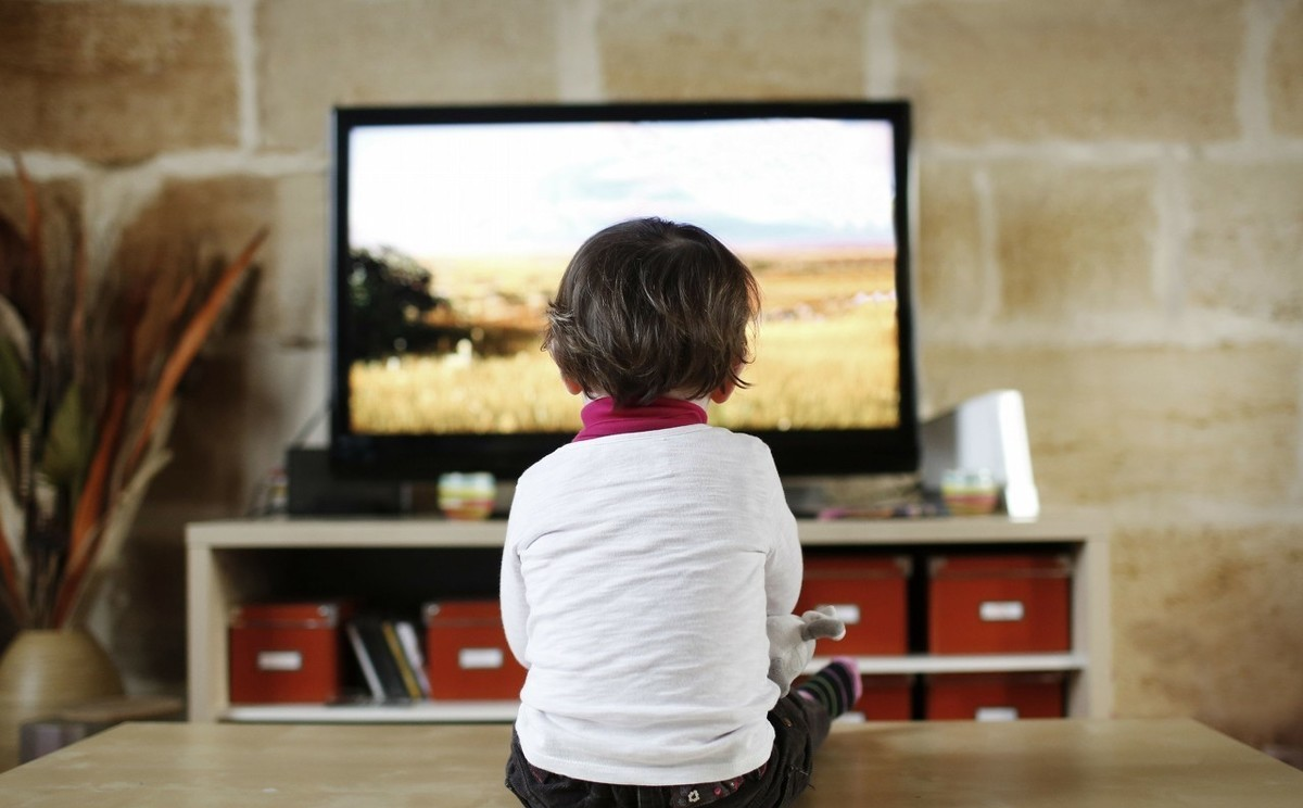孩子看电视和不看电视的四大差距,上小学后差距将会特别明显