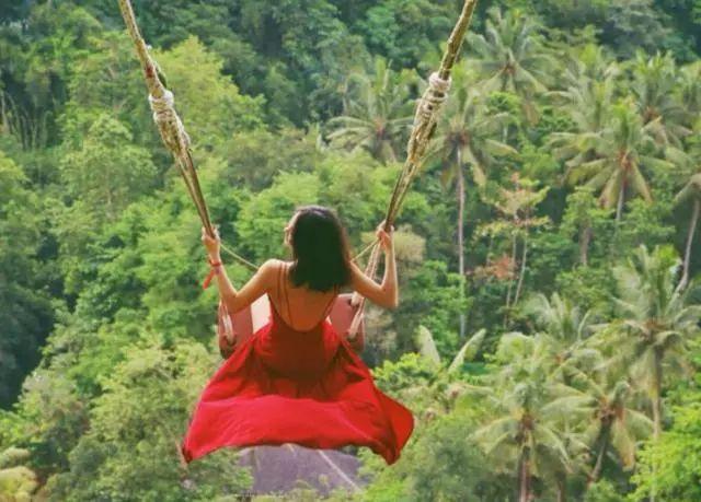 丛林秋千巴厘岛的网红景点拍出来的照片随随便便就是大片.