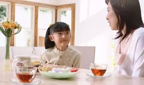 吃饭时不要这样教育孩子!