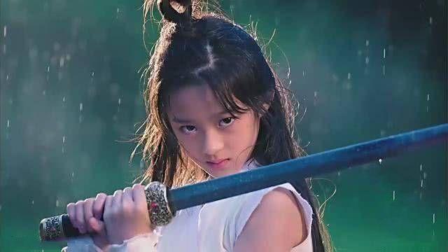 杨幂新剧首播就虐心,被指驼背严重,观众反被剧中12岁女孩圈粉(图1)