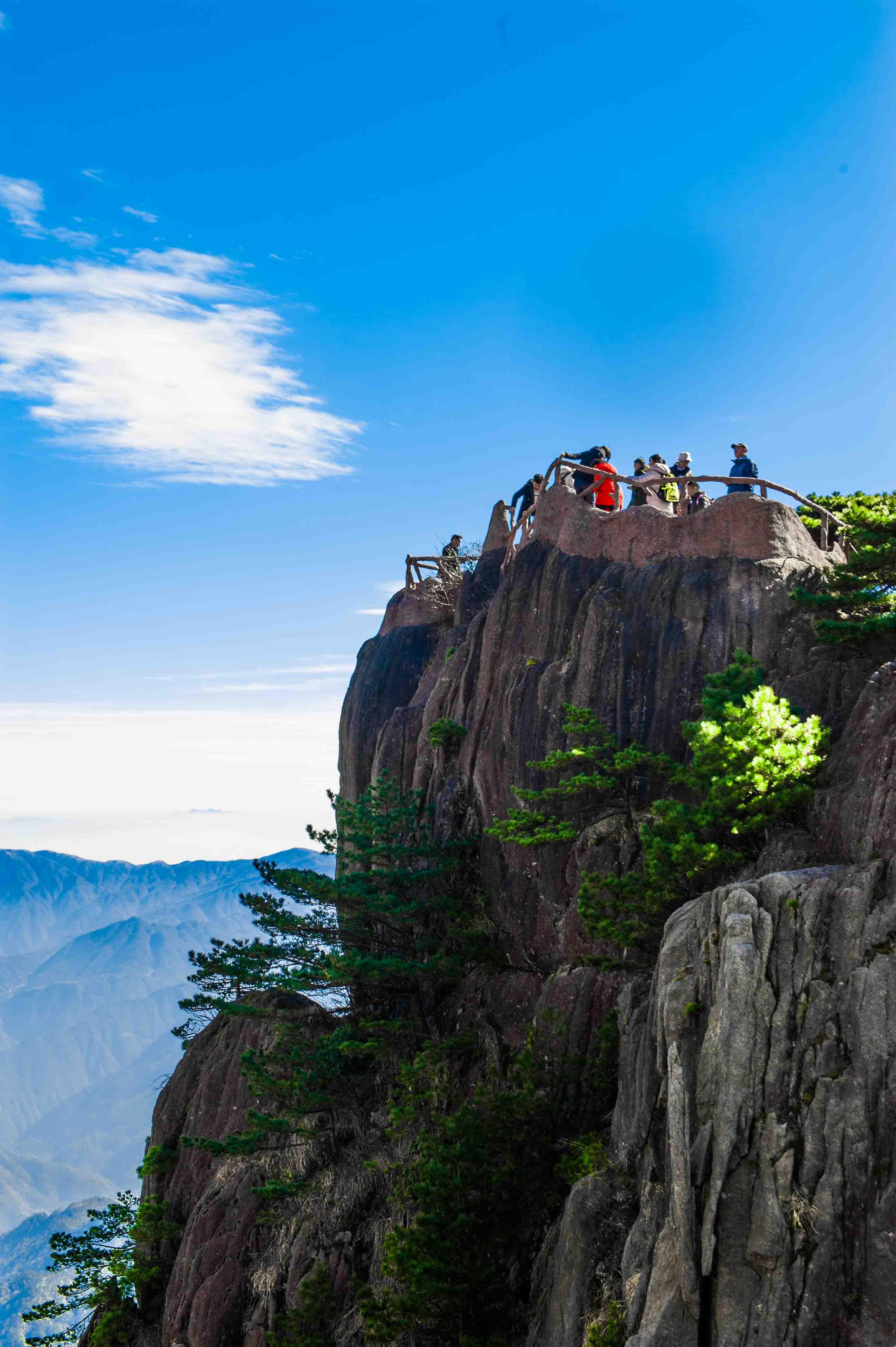 """黄山怪石云海温泉_这里是""""天下第一奇山"""",也被誉为安徽旅行的标志,错峰出游 ..."""