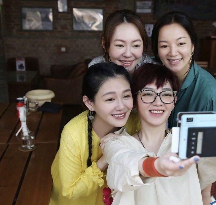 年过40岁的大小S同框生图曝光,范晓萱阿雅抢镜,最美的还是她