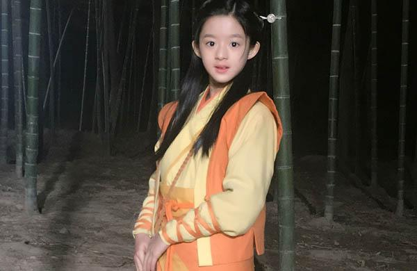 杨幂新剧首播就虐心,被指驼背严重,观众反被剧中12岁女孩圈粉(图5)